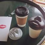 Сутрешно кафе с целувка